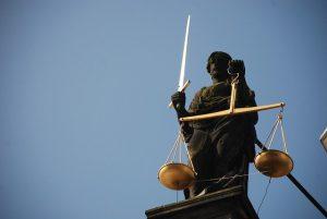 Recht Vrouwe Justitia zwaard weegschaal