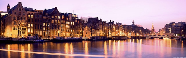 Appartementen gebouwen rivier